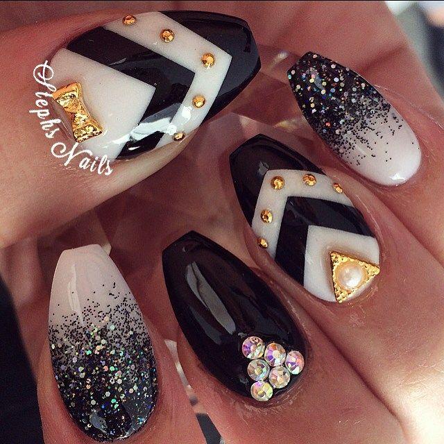 Stephanie Loesch @_stephsnails_ #black#white#chev...Instagram photo | Websta (Webstagram)