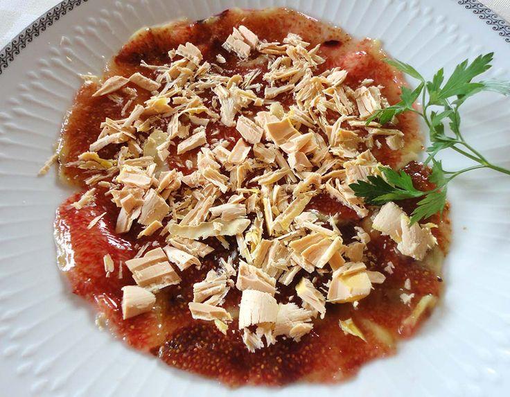 Primer plato elaborado según una receta clásica italiana: Carpaccio de higos y foie.  http://blog.cosasderegalo.com/2013/09/receta-de-carpaccio-de-higos-y-foie/