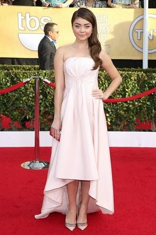 Sarah Hyland in Pamella Roland http://fashionallovertheplace.blogspot.it/2014/01/20th-sag-awards-best-dressed.html