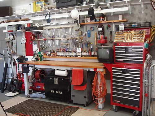 Best 25 mechanic garage ideas on pinterest car shop mechanic automotive shop 01 5 solutioingenieria Choice Image