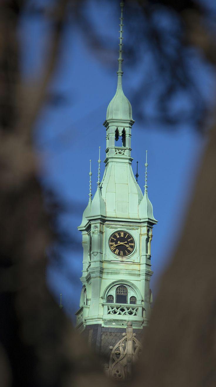 Der Weg zum Mittagessen führt bei taurus media oft an diesem charakteristischen Turm vorbei.