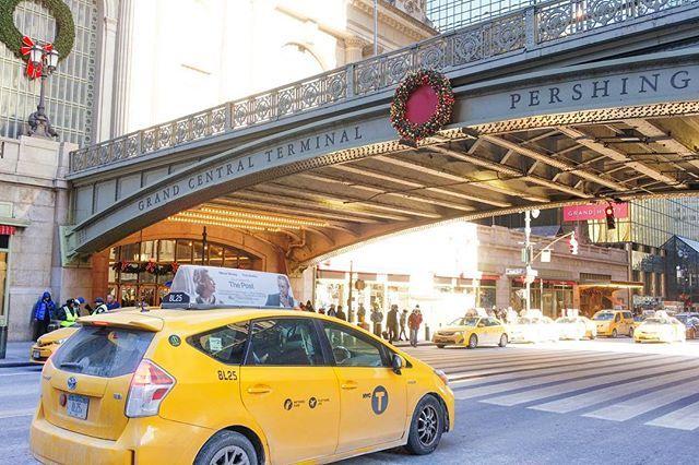 Legend  Jaune  Yellow  Grand Central NY ( USA )  Ce matin cest avec plaisir que je vous annonce que jai reçu la destination pour mon #testeurdereves. Sans trop en dévoiler nous irons à 1h de Paris pour découvrir une belle demeure ainsi que les environs. Cest génial car cela tombe dans une période où lon souhaite aussi être plus attentif à ce qui nous entoure proche de chez nous et en France bien sûr. Plus dinfos prochainement une fois la réservation faite. La photo a été prise à NYC juste…