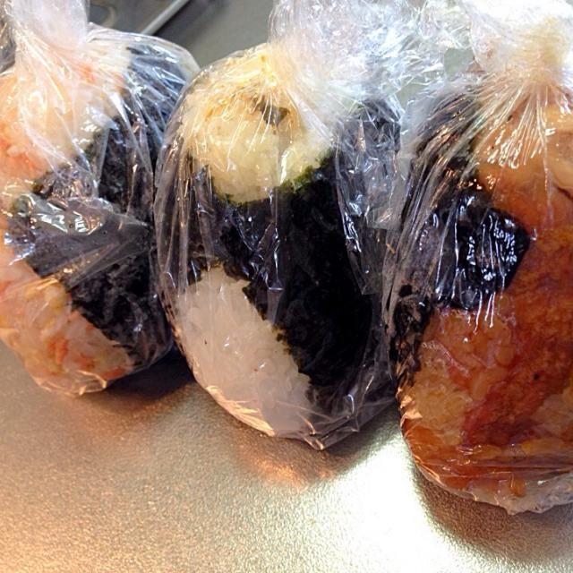 肉巻きおにぎり、inチーズ 鮭たまごおにぎり 辛味野沢菜のおにぎり - 12件のもぐもぐ - おにぎり弁当 by yu1ie08l3