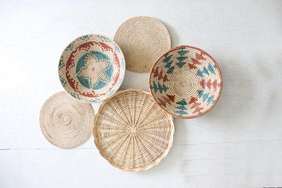 Collezione di cestini di intrecci di paglia muro Vintage Boho