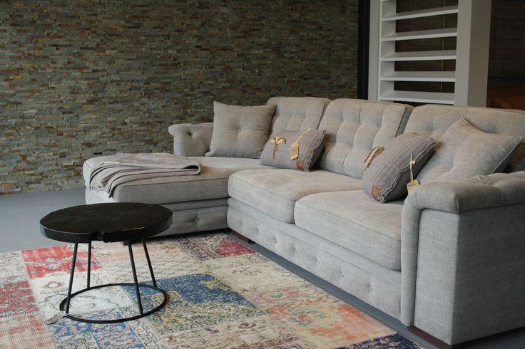 Hoekbank Aymee XL Verkrijgbaar in diverse afmetingen en stof(kleuren).   Room108