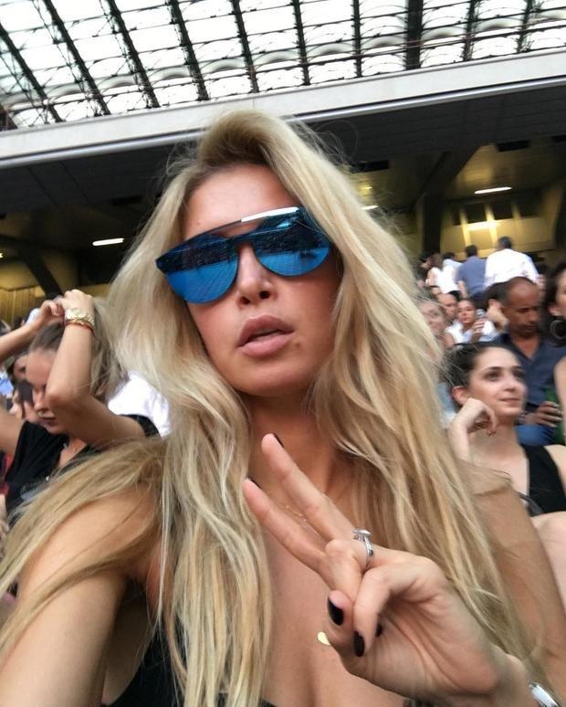 Вера Брежнева в Италии покоряет волну на серфер-борде http://joinfo.ua/showbiz/1174726_Vera-Brezhneva-Italii-pokoryaet-volnu-serfer-borde.html