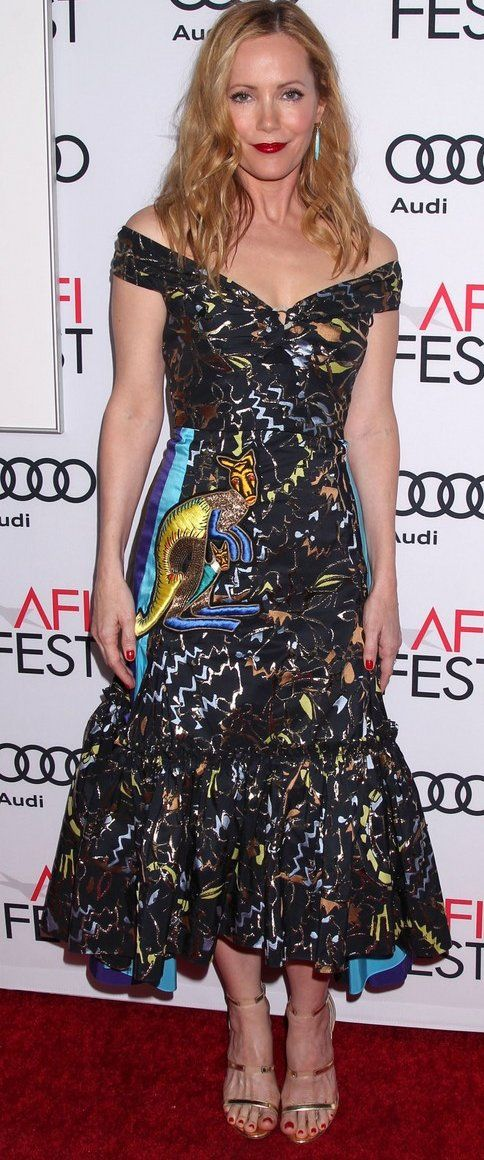 Leslie Mann in Peter Pilotto attends the L.A. premiere of 'The Comedian'. #bestdressed