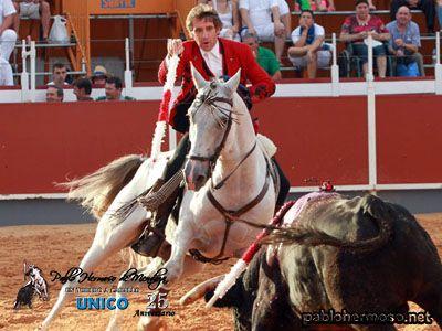 La feria de Tarazona comenzó con un festejo de rejones donde Pablo Hermoso de Mendoza regresaba a esta ciudad, casi diez años después de su último compromiso y donde consiguió triunfar y salir por la puerta grande. http://bit.ly/1qij9tG