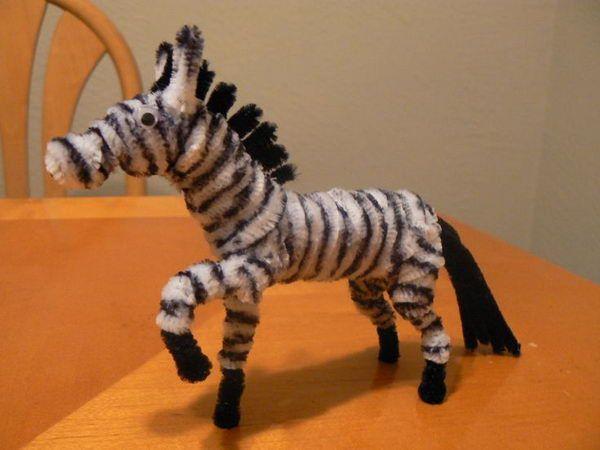 Zebra - 50  Pipe Cleaner Animals for Kids, http://hative.com/pipe-cleaner-animals-for-kids/,