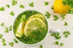 Băutură – elixir cu PĂTRUNJEL şi LĂMÂIE: stimulează arderea grăsimilor şi slăbeşte - Top Remedii Naturiste