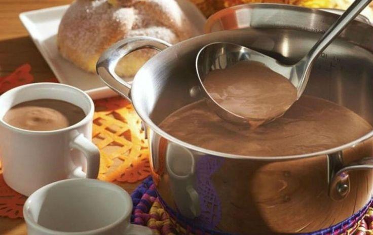 Disfruta de una tradicional bebida elaborada con pinole, un delicioso polvo dulce elaborado a base de maíz, piloncillo y especias.