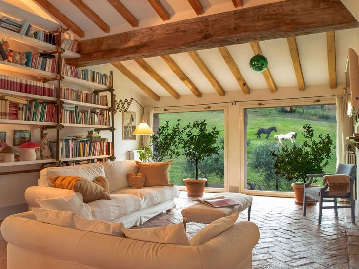 Vicky's Home: Una casa rodeada de naturaleza /A house surrounded by nature