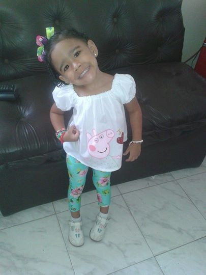 mi modelo preferida mi nieta con ropita hecha por mi preciosa dios me la cuide