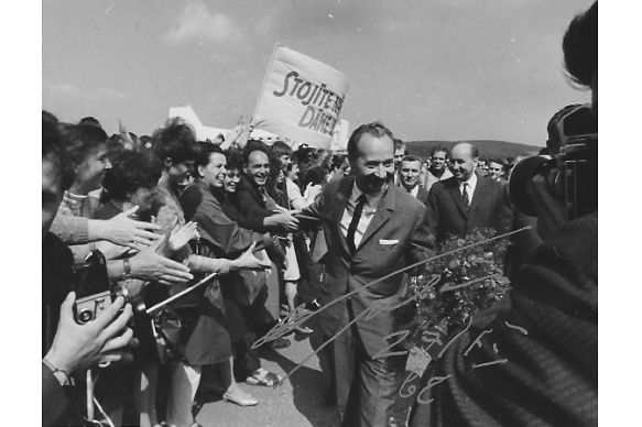 """Alexander Dubcek, politico cecoslovacco, principale fautore di un """"socialismo dal volto umano"""" che culminò nei fatti della Primavera di Praga."""