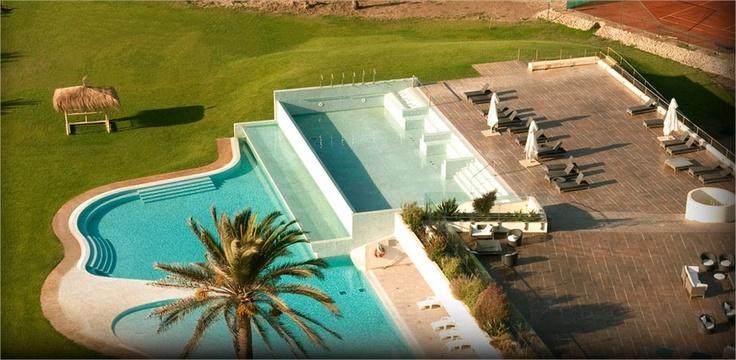 Esta es la hermosa vista de la piscina desde una de las habitaciones de Enjoy Coquimbo.