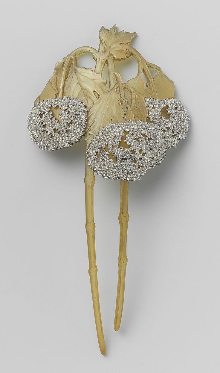 Haarkam in de vorm van twee takken Viburnum   René Lalique   c.1902 - c.1903   Rijksmuseum   Public Domain