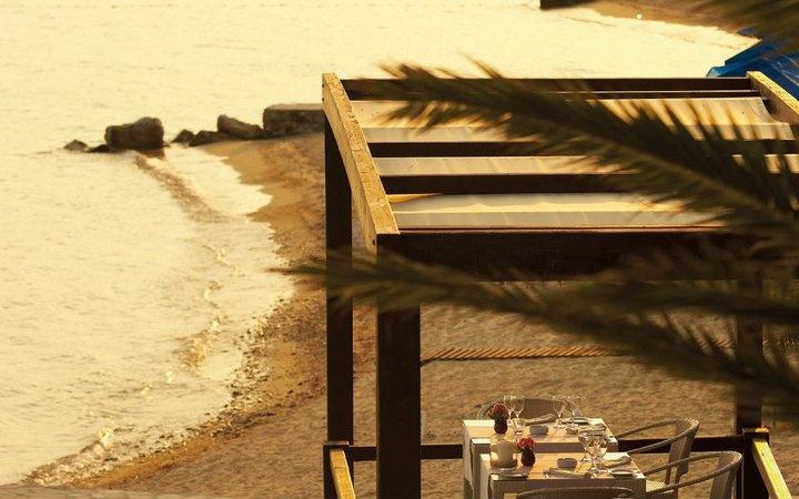Ammos Restaurant: Luxury on the beach bar...