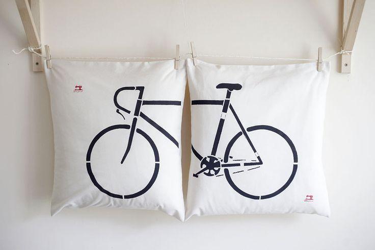 Komplet+poduszek+z+rowerem+-+ręcznie+malowane+:)+w+Na+Maszynie+na+DaWanda.com