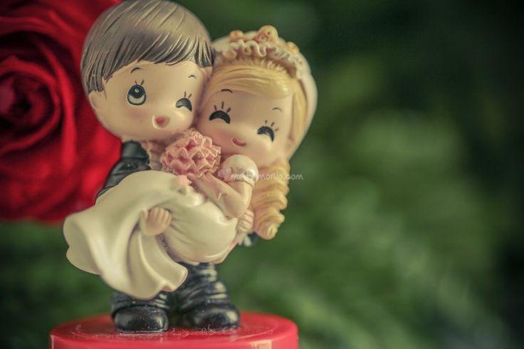 Anche voi, come molte #coppie di #sposi, desiderate che il vostro #matrimonio sia perfetto. In questo articolo tratteremo un dettaglio decisamente importante: le #statuine per la #torta nuziale.