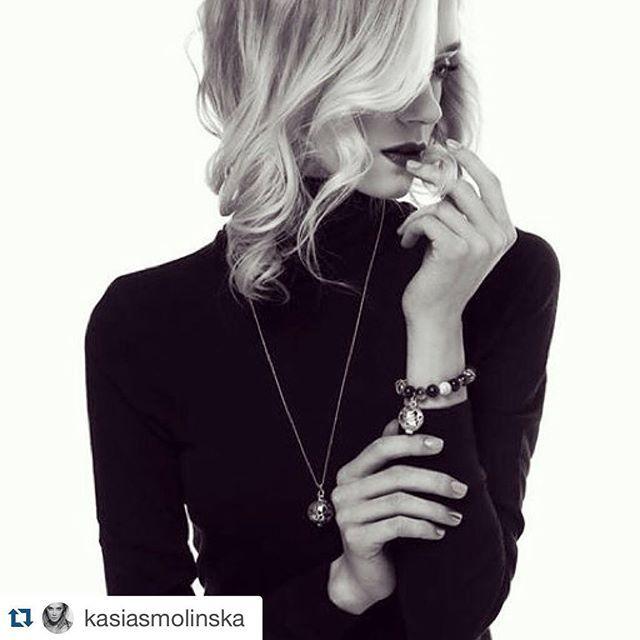 @kasiasmolinska poleca biżuterię od Messh ❤️❤️❤️ Dziękujemy! Kasia wybrała srebrny naszyjnik z zapachem w stylu Armani Si  A Wy jaki wybierzecie dla siebie?Zapraszamy na Messh.pl :) #messh #perfect #christmas #gift #perfumed #jewelry #pachnaca #bizuteria #shoponline #model #polishmodel #divisionmodels #topmodel #beautiful #polishbrand #handmade