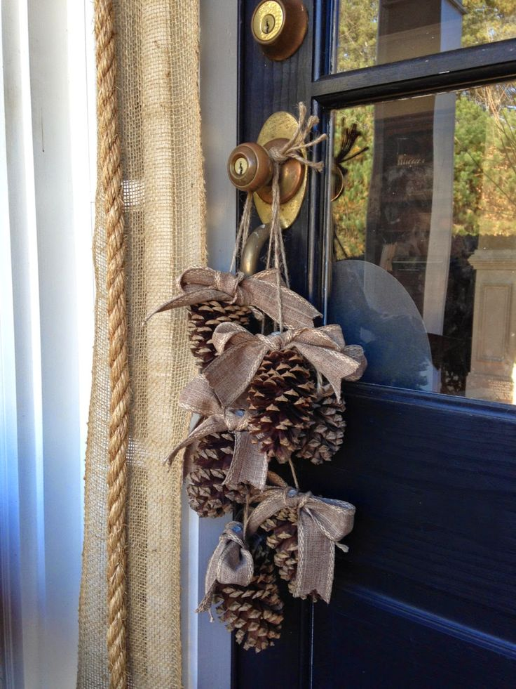Cómo decorar con piñas secas en Navidad.