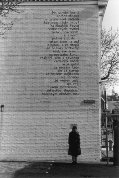 A well-known project is the painting of poems in different languages on the façades of Leiden. This is a Czech poem of J.H. Krchovský, on the corner of Bleek and Ververstraat