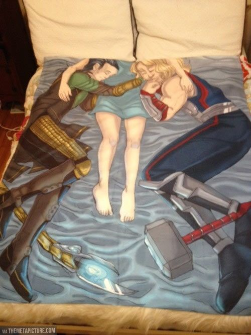 Lol and omc, this is a Thor and Loki blanket. I wants it.