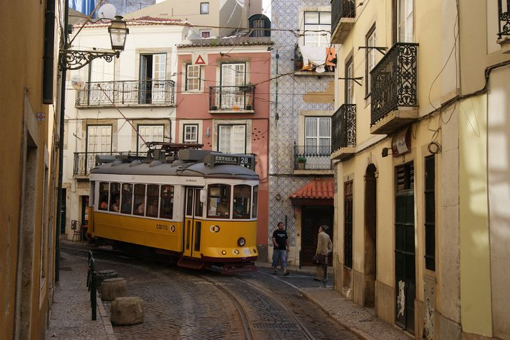 Tram 28 winds its way around Lisbon. Image by Alain Gavillet / CC BY 2.0