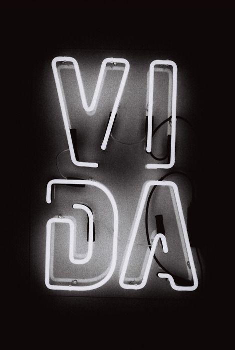 VIDA #neontype                                                                                                                                                                                 Más