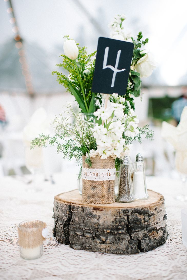 White Sweet Pea and Tulip Centerpieces | Photo: Michele Hart Photography | Flowers: Marilyn Prindle & Co.
