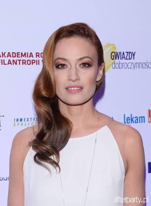 Magdalena Rozdzka in YES necklace.