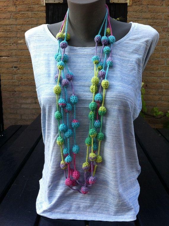Ketting handgemaakt van katoen necklace handmade door Phiens