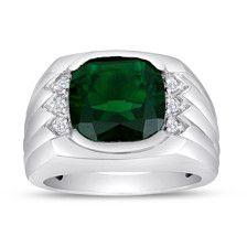 La esmeralda sintética de 12,0 mm amortiguador-corte en el centro de este anillo de plata esterlina dibuja el ojo con su elegante belleza. El color brillante es aclarado por acentos de diamante redondo brillante en cada lado, y detallando escalonados a los lados de la caña agrega atractivo textural.