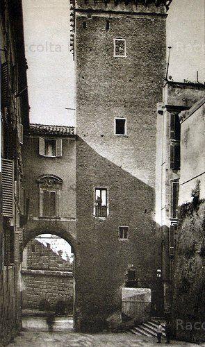 Torre del Grillo ed edifici sopra l'isolato del Grillo, prima delle demolizioni e dello scavo