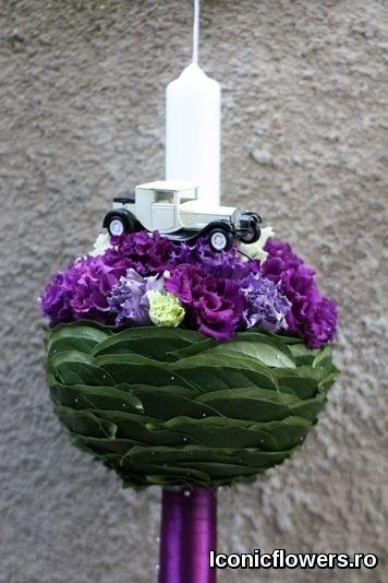 Lumanare de botez pentru un baietel realizata in atelierul Iconic Flowers by Madalina Sandu