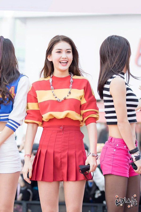 Your #1 source everything Jeon Somi related. Here you'll find the latest update about her.