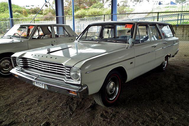 VE Safari station wagon