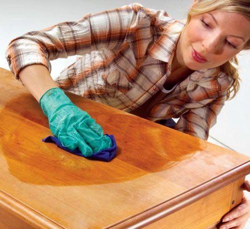 Jak odstrániť škrabance na drevenom nábytku
