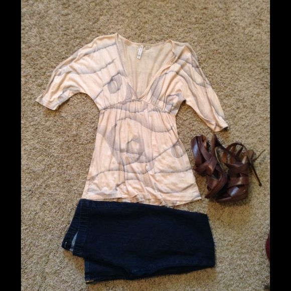 Low neck beige top Worn 1x!great condition. Tops
