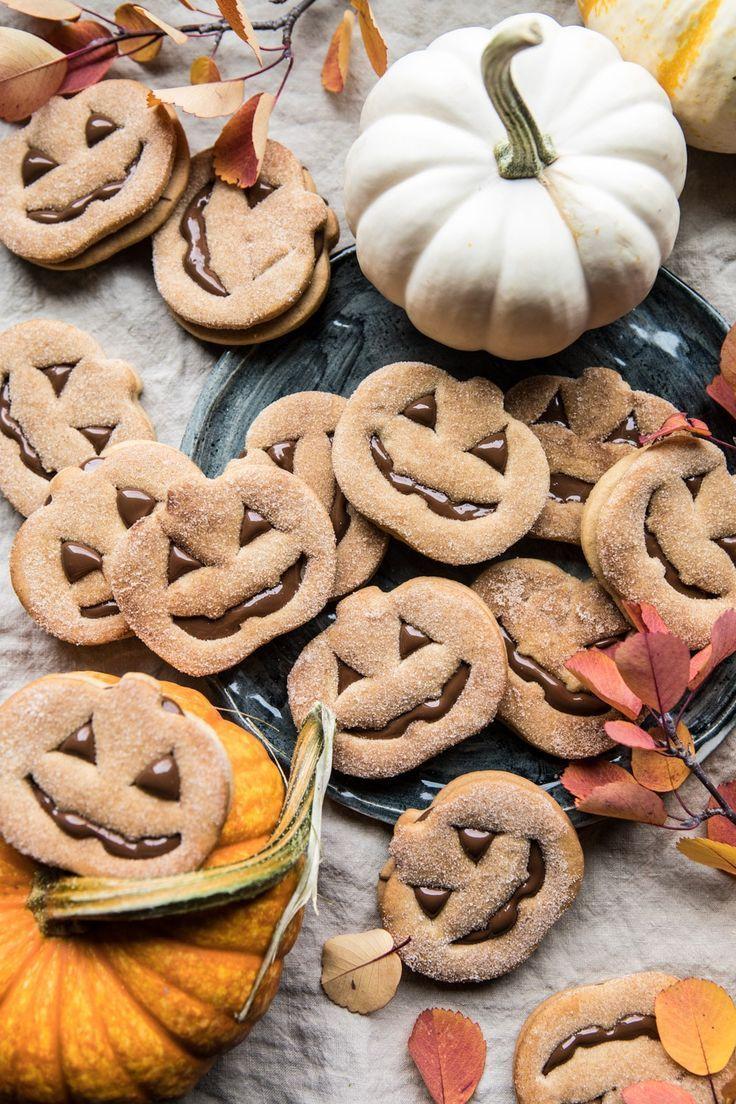 Milk Chocolate Stuffed Jack O Lantern Cookies Rezept Gruseliges Halloween Essen Halloween Backen Kinder Und Rezept Kekse
