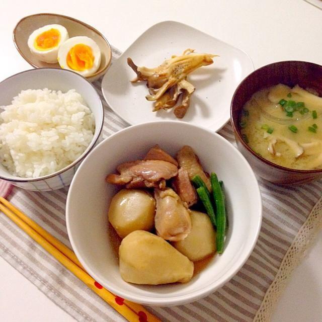 舞茸はソテーと味噌汁に。。 煮物はいつもは手羽先で作るのですが食べるのが面倒くさくてモモ肉で ゆで卵は娘のマイブーム… - 52件のもぐもぐ - 里芋と鶏肉の煮物・舞茸のバター醤油炒め・ゆで卵・お味噌汁(玉ねぎ×舞茸) by Akane♡