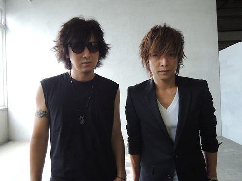 LUNA SEAが登場。今回は、INORAN&Jです! - 徳山弘基の「鉄火場ロック便り」 (2013-08-13) ブログ RO69(アールオーロック) - ロッキング・オンの音楽情報サイト ファンならご存知のように、かなりレアなふたりのインタヴューです。INORANとJ。ニューシングル『Thoughts』について、そしてLUNA SEA論について、じっくり話を訊いてきました。次号JAPANをお楽しみに。中野敬久さんに撮ってもらった写真も素晴らしかった。そして上の写真。なんなんでしょう、僕がコンパクトカメラで撮っても滲み出てしまう、この迫力ったら。 Amazon.co.jp: ROCKINON JAPAN (ロッキング・オン・ジャパン) 2013年 10月号 [雑誌] 本 http://www.amazon.co.jp/dp/B00EDR7T82