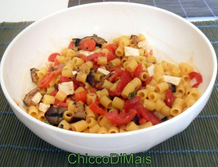 pasta fredda mediterranea con melanzane e pomodoro  http://blog.giallozafferano.it/ilchiccodimais/pasta-fredda-con-melanzane-e-pomodoro/