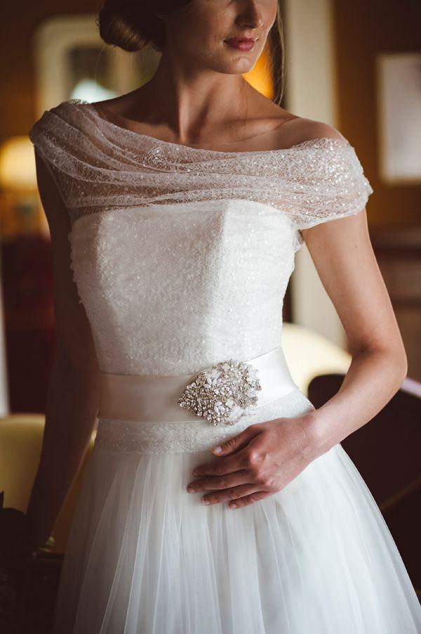 Gli abiti da sposa di Couture Hayez incantano Tremezzo a Como: sotto i riflettori gli abiti Marie Antoniette e Cathrine.http://www.sfilate.it/226853/sposa-couture-hayez-royal-lusso