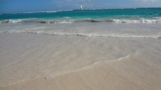 Grand Bahia Principe Bavaro: beach in the morning