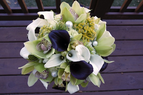 love the colorsGreen Bouquet, Winter Wedding