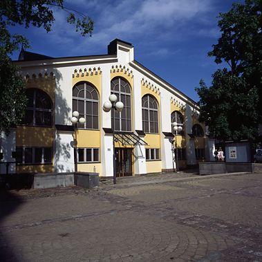 Tram museum. Ratikkamuseo sijaitsee Töölön raitiovaunuhalleissa.