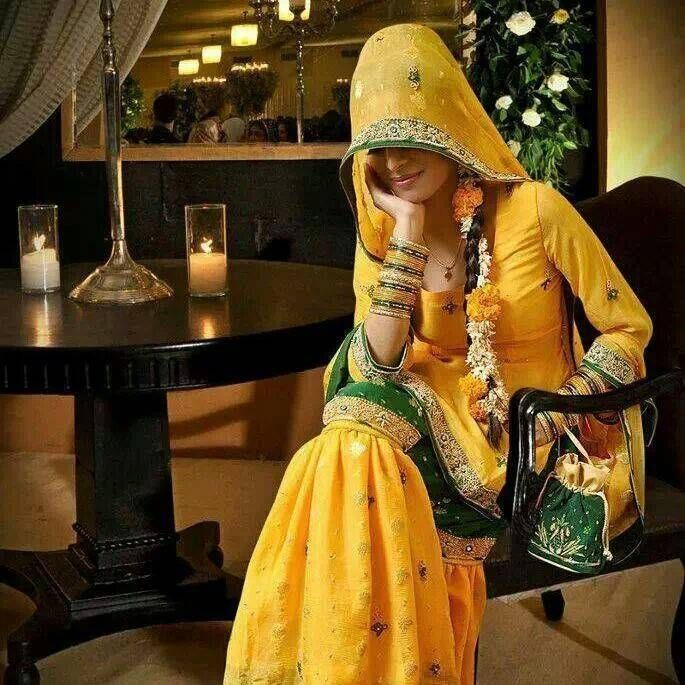 Beautiful & Best Mehndi Dresses Designs Collection for Girls 2014-2015 (28)