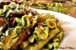 Pasta med portobellosvampe, pesto og oksekødspølse | Thefoodie.dk