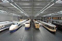 愛知県名古屋市港区にあるリニア鉄道館  歴代の新幹線や在来線から次世代の超電導リニア車両まで39両の実物車両が展示されています シミュレータ利用の抽選に当たれば運転や車掌の体験をすることができるほか日本最大級を誇る鉄道のジオラマも人気です  食事は持ち込みも可能ですが館内で買ったお弁当を屋外展示の117系車両内で食べるのがお勧めで小学生未満とその保護者がプラレールで遊べるキッズスペースもあり親子とも楽しめる施設です  tags[愛知県]